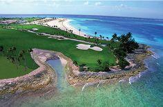Tom Weiskopf Golf Course - 4th hole. One & Only Ocean Club. Bahamas.