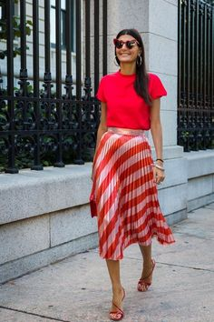 Style Fashion Tips Giovanna Battaglia.Style Fashion Tips Giovanna Battaglia Street Style Outfits, Street Style 2017, Mode Outfits, Ladies Outfits, Teen Fashion Outfits, Skirt Outfits, Fashion Dresses, Spring Summer Fashion, Spring Outfits