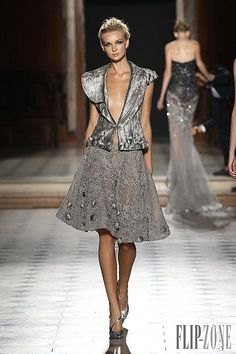 Check out the whole Tony Ward Haute Couture Fall/Winter Collection by clicking through the gallery. Photos Courtesy of Tony Ward Couture Usa, Couture 2015, Style Couture, Couture Fashion, Runway Fashion, Paris Fashion, Tony Ward, Emo Dresses, Fashion Dresses