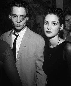 """Johnny Depp's Former Flames Depp and Winona Ryder were the """"it"""" couple. They started dating in 1989 after meeting Johnny Depp Winona Ryder, Young Johnny Depp, Winona Ryder Style, Johnny Depp Cry Baby, Junger Johnny Depp, Fangirl, Winona Forever, Johny Depp, Vintage Man"""