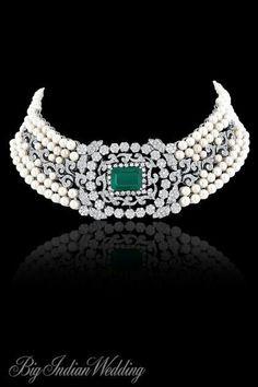 Love the pearls, emerald and diamond choker!