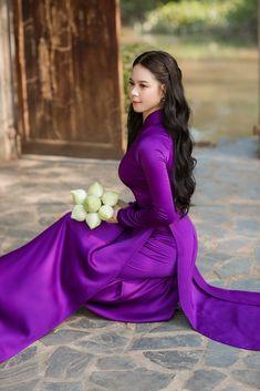Ao Dai, Girls Image, Asian Beauty, Aurora Sleeping Beauty, Disney Princess, Long Dresses, Vietnam, Disney Characters, Fictional Characters