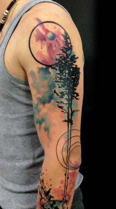 tattoo-am-oberarm-aquarell-effekt-abstrakt-farben-unterarm-ellbogen