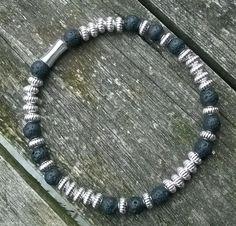 Männer Armband mit Lavastein #Perlen, einfach selbst zu machen! Gratis #Anleitung