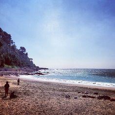 tazmouna #beach #mediterranean #sea #spring #Cassis #bluesky #waves #marseille #provence #france at Plage de Cassis