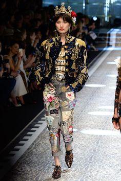 Лучших изображений доски «Dolce   Gabbana»  290 в 2019 г.   High ... 9f0565feda6
