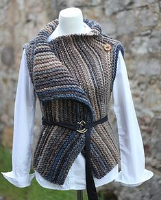 Inca wrap pattern by Laurimuks patterns - Ravelry: Inca wrap pattern by Laurimuks patterns Best Picture For trendy outfits For Your Taste Y - Gilet Crochet, Crochet Shawl, Knit Crochet, Wrap Pattern, Cardigan Pattern, Tricot Simple, Super Bulky Yarn, How To Make Buttons, Knit Vest