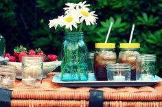 Love, Love, Love...all my favorite things, jars, iced tea, and daisies!