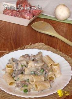 MEZZI RIGATONI ALLA BOSCAIOLA CON SALSICC IA E FUNGHI - CREAMY PASTA WITH SAUSAGES AND MUSHROOMS #pasta #boscaiola #salsiccia #funghi #panna #piselli #ricetta #autunnale #italiana #cucina #cibo #recipe #foodporn #creamy #sausages #mushrooms #peas #recipe #italian #italy #ilchiccodimais http://blog.giallozafferano.it/ilchiccodimais/pasta-alla-boscaiola-ricetta-pasta-con-salsiccia-e-funghi/