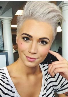 The Effective Pictures We Offer You About cool short summer bob for black women A quality picture ca Baddie Hairstyles, Fringe Hairstyles, Summer Hairstyles, Funky Short Hair, Short Hair Cuts, Short Hair Styles, Medium Hair Styles, Corte Pixie, Hair Styler