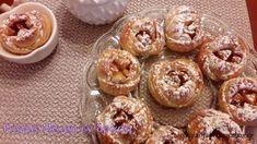Μηλοπιτάκια με το μαγικό ζυμαράκι της Αργυρώς Υλικά Ζύμης 1 κούπα χλιαρό γάλα 1/2 κούπα σπορέλαιο 1 αυγό 1 φακελάκι … Easy Sweets, Cake Bars, Pasta, Greek Recipes, Sugar And Spice, Sweet Desserts, Candy Recipes, Apple Recipes, No Bake Cake