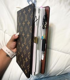 Discover recipes, home ideas, style inspiration and other ideas to try. Louis Vuitton Planner, Ringa Linga, Sacs Design, Fashion Bags, Fashion Fashion, Runway Fashion, Fashion Trends, Toms Outlet, Vuitton Bag