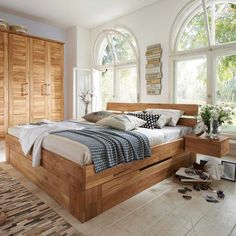 Massivholzbett Venisavo aus Wildeiche mit Bettkasten