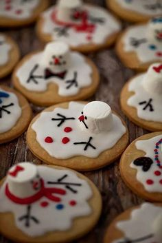 Melted Snowman cookies marshmallow heads http://www.trulycustomcakery.com/tutorials/25.html