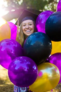 Grad pics with balloons senior pictures balloons, balloon pictures, senior photos, senior portraits College Senior Pictures, College Graduation Pictures, Senior Pictures Sports, Grad Pics, Senior Photos, Senior Portraits, Graduation Outfits, Senior Session, Senior Pictures Balloons