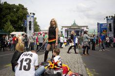 Adeptos alemães esperam o início do jogo. Berlim, Alemanha  REUTERS/AXEL SCHMID