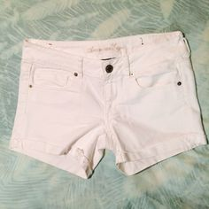White American Eagle Denim Midi Shorts! White denim midi shorts from American Eagle! These are cuffed and have fraying on the cuffs! Brand new condition! American Eagle Outfitters Shorts Jean Shorts