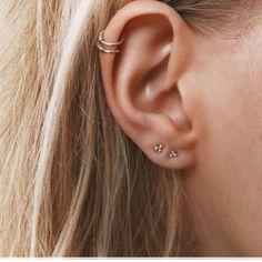 Serrated ear cuff - cartilage earrings - Dainty ear cuff - Gold ear cuff - Silver ear cuff - ear wrap-ear cuffs-Non piercing ear cuff Garnet Earrings, Cuff Earrings, Crystal Earrings, Piercing Oreille Cartilage, Cartilage Earrings, Dermal Piercing, Middle Cartilage Piercing, Ear Piercings Helix, Bellybutton Piercings