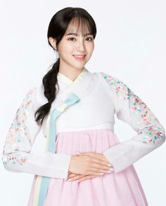 It's Mid Autumn-Festival or Chuseok in Korea, and families are coming together to celebrate what is known as the Korean Thanksgiving Day. Chuseok, which falls on the day of the mont… Korean Traditional Dress, Traditional Dresses, Jung Hye Sung, Korean Thanksgiving, Moonlight Drawn By Clouds, Korean Brands, Korean Star, Cute Korean, Korean Women