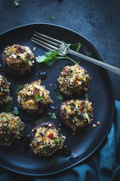 Spinach and Artichoke Stuffed Mushrooms – Taste Love and Nourish - Vegan Appetizers Otto Lenghi, Yummy Appetizers, Appetizer Dinner, Mushroom Appetizers, Appetizer Recipes, Skillet Bread, Photo Food, Stuffed Mushrooms, Stuffed Peppers