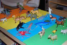 20 keer spelen met plastic dieren Early Years Classroom, Plastic Animals, School Projects, Grinch, Boy Birthday, Recycling, Activities, Kids, Children