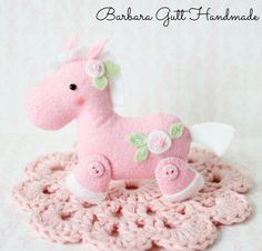 This is such great horses sew from felt needlewoman Polish Barbara. If you like, you can use the provided template.