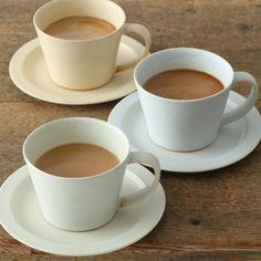 マットな質感が心地良い、繊細な色合いのマグカップ。スタイルストア専属のバイヤーが、6つのこだわりの選定基準で選んだ「SAKUZAN/ルテ コーヒーカップ ブルー」の通信販売ができる紹介ページです。