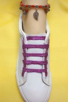 Cool way to tie your shoe - Tipps Kleidung - Ways To Lace Shoes, How To Tie Shoes, Your Shoes, Shoe Lacing Techniques, Creative Shoes, Shoe Crafts, Lace Sneakers, Clothing Hacks, Shoe Art