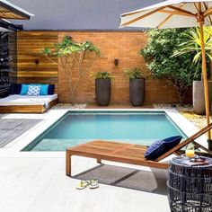 Take a look at pool design ideas for small backyard from our archives that will get you in the summer mood. Backyard Pool Designs, Small Pools, Swimming Pools Backyard, Small Backyard Landscaping, Swimming Pool Designs, Garden Pool, Piscina Rectangular, Moderne Pools, Small Pool Design