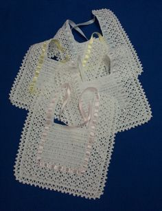 baberos crochet | Baberos, tejidos a crochet con cintas de s… | Tiara PTEI | Flickr