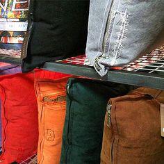 Almofadas feitas com lona de caminhão reciclada by rvalentim.