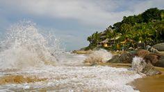 Waves crashing http://www.playa-escondida.com