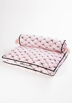 juicy couture dog bed with pillow/ i have to admit our family dog does like to put her head on a pillow or your lap