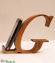 This G-Shaped Shelf, bedside table, side table, G-shaped . Wood Phone Holder, Cell Phone Holder, Diy Bandsaw, Diy Phone Stand, Room Partition Designs, Support Telephone, Mobile Holder, Small Wood Projects, Scroll Saw Patterns