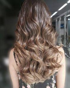 Castanho Iluminado  Hair Stylist Claudia Fernandes * Jacques Janine Vila São Francisco  #ombrehair #jacquesjanine #jacquesjaninevilasaofrancisco #cor #cabelo    #Beleza #Beauté #Beauty #Cabelos #SalãodeBeleza #SalãodeCabeleireiro #Makeup #Maquiagem #Hair #Estética #DiadaNoiva #Nails