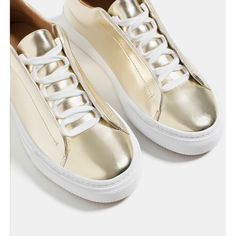 Zara Shiny Plimsolls (2.560 RUB) ❤ liked on Polyvore featuring shoes, sneakers, fleece-lined shoes, zara trainers, canvas sneakers, polish shoes and glossy shoes