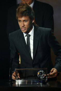 Neymar speaking at FIFA Balon d'Or gala/ceremony Neymar Pic, Love You Babe, Android, Best Player, Suit And Tie, Lionel Messi, Cristiano Ronaldo, Fifa, Barcelona
