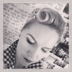 Vintage hair first attempt. Victory roll in short hair with head scarf. Bandana Hairstyles Short, Wedding Hairstyles, Vintage Hairstyles Tutorial, Head Scarf Styles, Victory Rolls, Dapper Day, New Haircuts, Hair Pins, Victorious