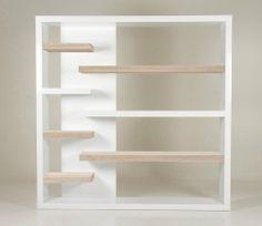 Wandkast Al revés: más longitud de estantes juntos y la trasera en los estantes más separados