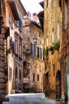 Montepulciano, Tuscany, Italy                                                                                                                                                                                 Más #Tuscanyitaly #italianholidaystravel