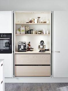 Kitchen storage + pocket hinge doors  Une cuisine intégrée, c'est tellement chic ! @decocrush - www.decocrush.fr.