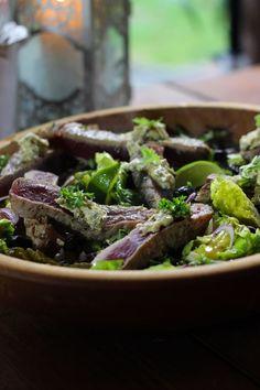 """Het lekkerste recept voor """"Salade niçoise met gegrilde tonijn met kruidenboter """" vind je bij njam! Ontdek nu meer dan duizenden smakelijke njam!-recepten voor alledaags kookplezier!"""
