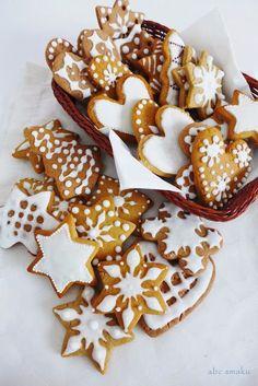 Składniki: 1 kg mąki pszennej 3 jajka szklanka cukru 250 g miodu 1 kostka margaryny, np. Kasia opakowanie przyprawy do pierników 1 ... Christmas Baking, Christmas Eve, Pumpkin Cheesecake, Holiday Festival, Gingerbread Cookies, Cake Decorating, Food And Drink, Christmas Decorations, Cupcakes