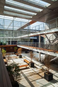 CORUJAS - Idea Zarvos - Vão central School Architecture, Interior Architecture, Factory Architecture, Industrial Architecture, Architecture Details, Interior Design, School Design, Atrium, Lobby Design