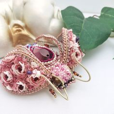 Diy Embroidery Crafts, Bead Embroidery Jewelry, Beaded Embroidery, Beaded Jewelry, Beaded Necklace, Brooches Handmade, Handmade Beads, Beaded Brooch, Crochet Earrings