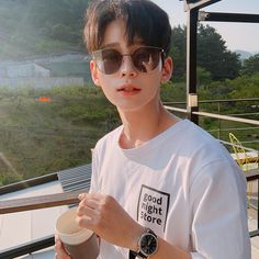 "Jeon Changha on Instagram: ""아직 반팔은🥶 It's still cold to wear short sleeves.🤧 まだ半そでを着るには寒いです。"""