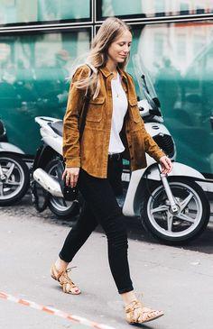 e020a90ffd3d2 suede-jacket-street-style-flats-pants Passarela