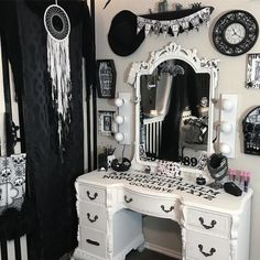 Maybe it's because it's finally #October, but this room #decor has INSPO written all over it! #rebel #rebelcircus #alternative @monochromemoth #home #inspo #loveit #ouija