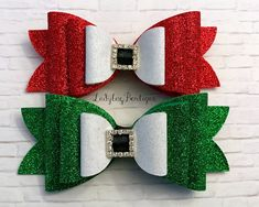 ~set of two hair bows as shown ~attached to large partially-lined alligator clips ~non-flaking glitter material backed with soft wool felt Making Hair Bows, Diy Hair Bows, Diy Bow, Diy Crafts To Do, Xmas Crafts, Christmas Hair Bows, Diy Hair Accessories, How To Make Bows, Ribbon Bows
