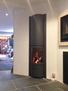 and the Stuv 30 in also burning nicely today at Kernow Fires #woodburner #cornwall #wadebridge #HETAS @Jetmaster pic.twitter.com/D5X8UOjPiT